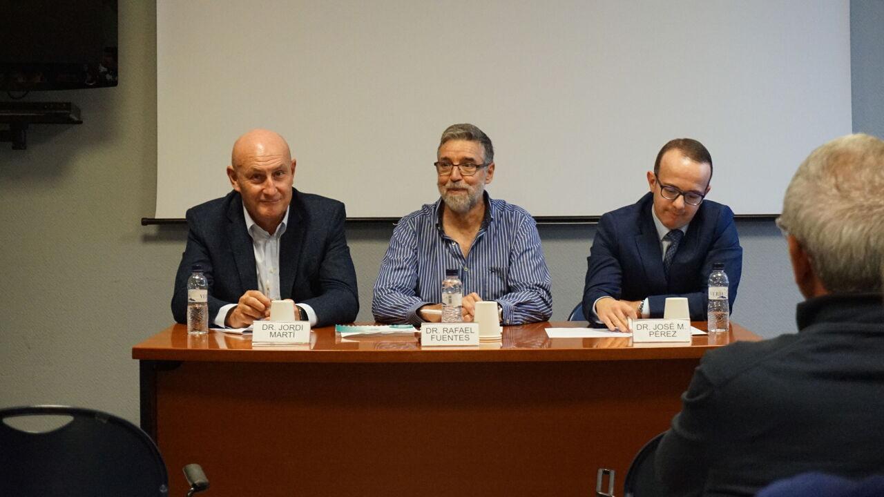 D'esquerra a dreta: Dr. Jordi Martí, director general de l'IOB Institute of Oncology&#x3B; Dr. Rafael Fuentes, oncòleg i responsable de la Unitat d'Oncologia de la Clínica Bofill i el Dr. José Manuel Pérez, director mèdic i coordinador de la Unitat d'Assajos Clínics de l'IOB Barcelona.
