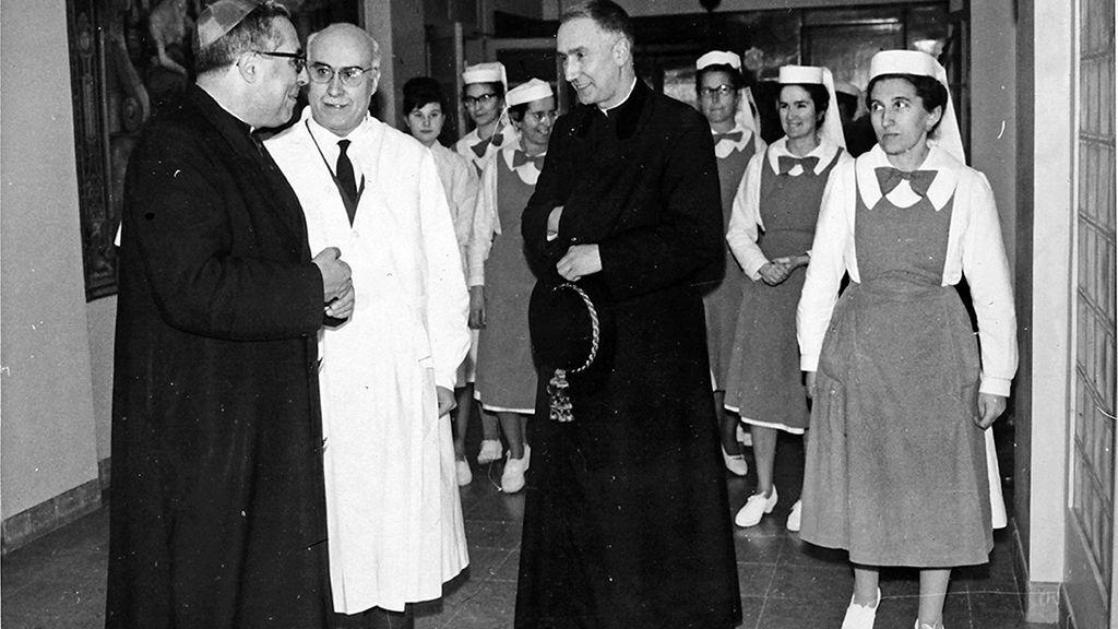 Visita del Obispo Narcís Jubeny en la Clínica Bofill Girona 1964